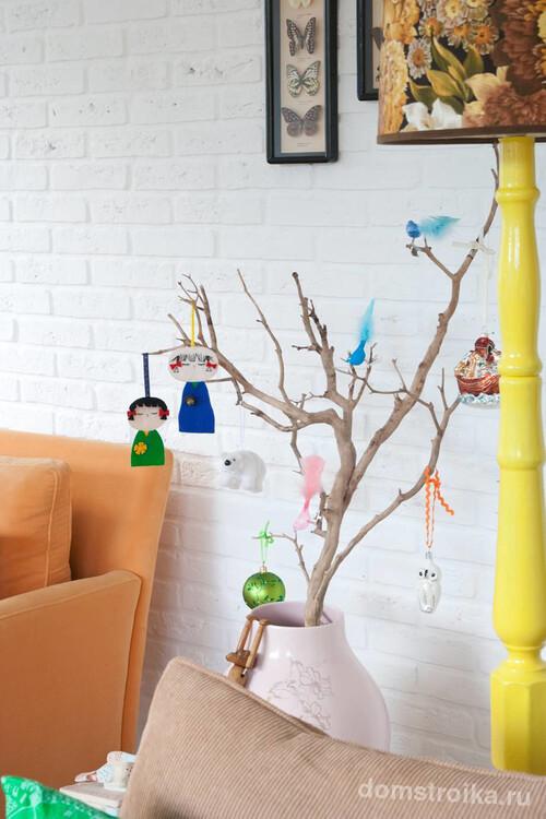 Подвесные самодельные игрушки из бумаги и подручных материалов