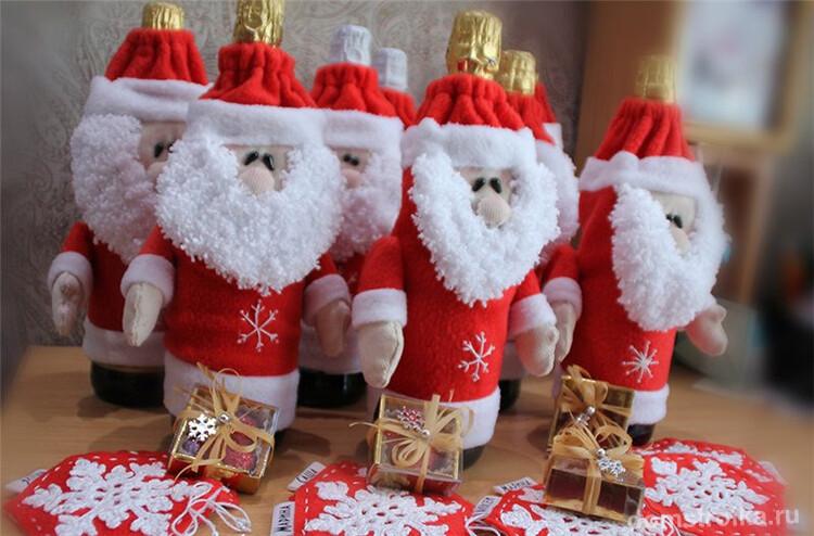 Праздничное настроение с помощью необычных декораций новогоднего напитка